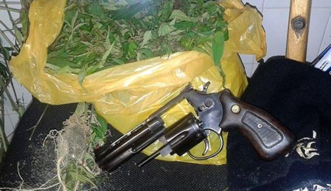 Drogas e arma apreendidas durante operação na cidade - Foto: Divulgação l SSP-BA