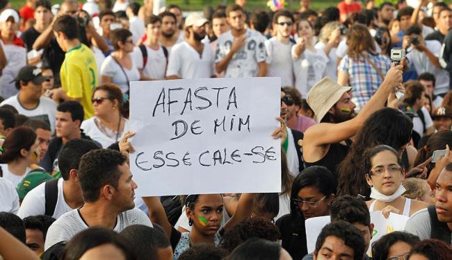 Movimento levou milhares de baianos às ruas em Salvador na tarde desta segunda - Foto: Lúcio Távora | Ag. A TARDE
