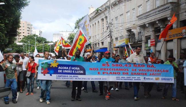 Servidores realizaram uma passeata do Campo Grande à Praça Municipal - Foto: Divulgação | Sindseps