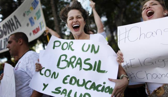 Manifesto no México em apoio aos protestos brasileiros - Foto: Agência Reuters