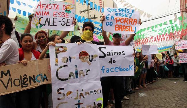 Protesto em Vitória da Conquista, no interior baiano, reuniu cerca de 5 mil pessoas - Foto: Mário Bittencourt | AE