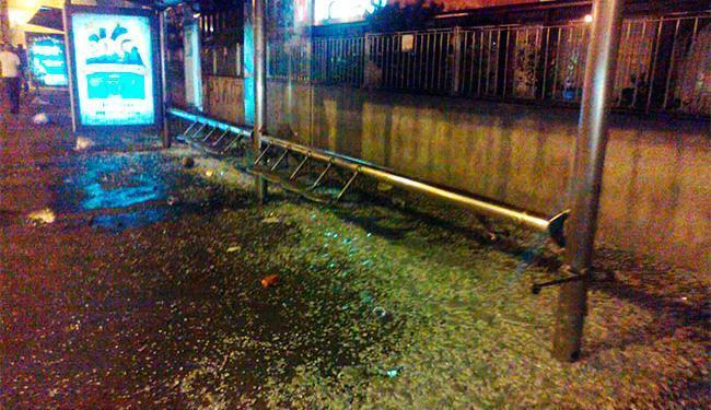 Ponto de ônibus teve vidros quebrados no Centro da cidade - Foto: Teo Henrique | Ag. A TARDE