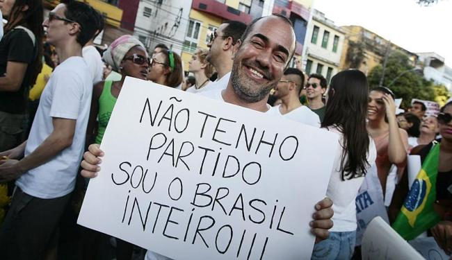 Ator Ricardo Castro participou do protesto - Foto: Mila Cordeiro   Ag. A TARDE