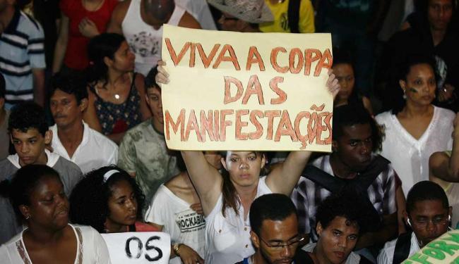 Manifestantes protestam contra a Copa das Confederações - Foto: Luiz Tito | Ag. A TARDE