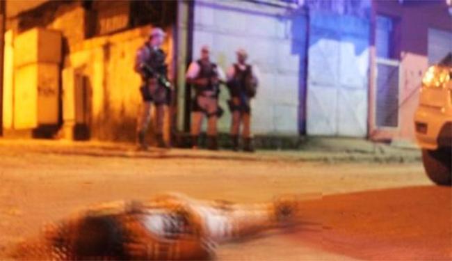 Vítima foi morta com vários tiros enquanto caminhava pela rua - Foto: Foto   Radar Notícias