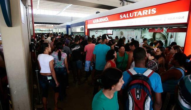 Rodoviária registra longas filas nos guichês das empresas - Foto: Mila Cordeiro | Ag. A TARDE