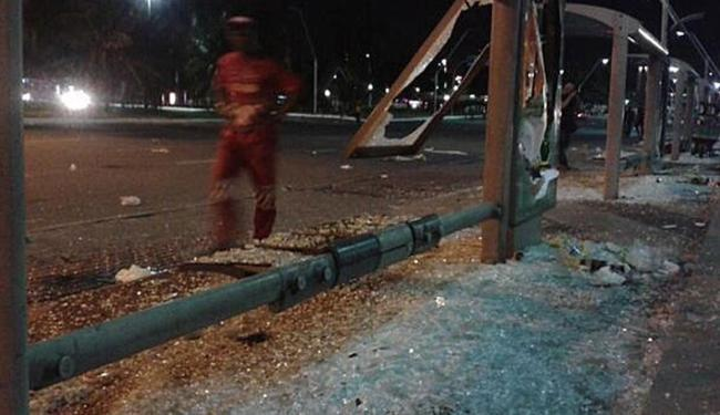 Abrigo de ônibus destruído - Foto: Reprodução | Twitter