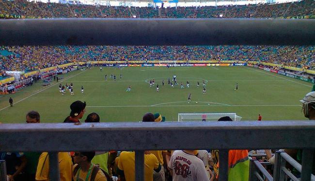 Fifa não conseguiu evitar pontos cegos na área da arquibancada móvel, no setor sul - Foto: Daniel Dórea | Ag. A TARDE