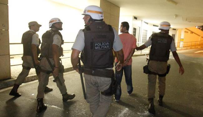 Jornalista Francis Juliano foi detido durante cobertura do protesto no Iguatemi - Foto: Lúcio Távora | Ag. A TARDE