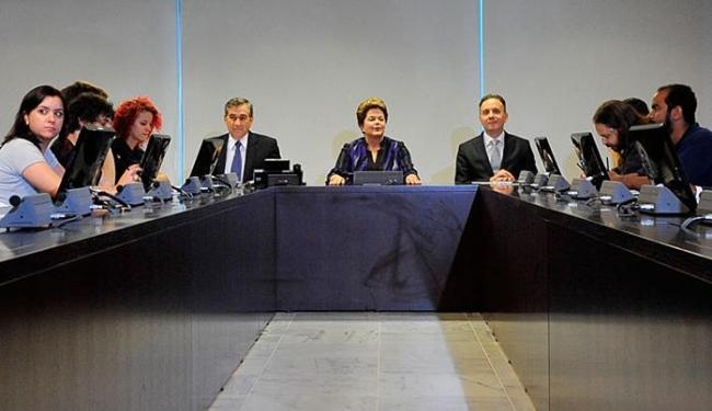 Dilma encontra com representantes do grupo que organizou as manifestações em São Paulo - Foto: Antônio Cruz | Agência Brasil