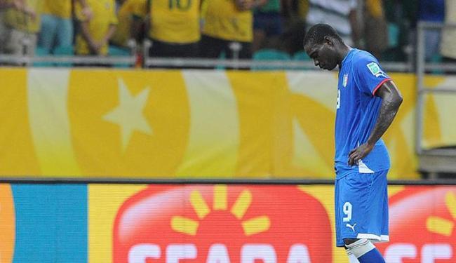 Atacante italiano se machucou na partida contra o Brasil em Salvador - Foto: Peter Powell / Agência EFE
