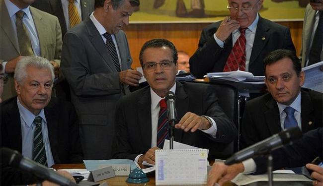 O presidente da Câmara dos Deputados, Henrique Alves (centro), reunido com líderes - Foto: Wilson Dias l Ag. Brasil