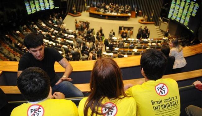 Deputados no plenário da Câmara em sessão de votação da PEC 37 - Foto: Jose Cruz l Ag. Brasil