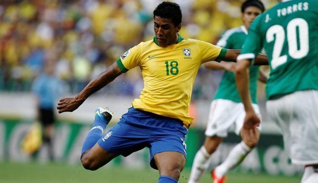 Recuperado de lesão no tornozelo esquerdo, Paulinho reforça a Seleção nesta quarta no Mineirão - Foto: Raul Spinassé / Ag. A TARDE