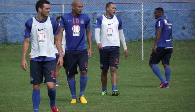 Souza (centro), recuperado de virose, já está à disposição do técnico Cristóvão Borges - Foto: Assessoria do Esporte Clube Bahia / Divulgação