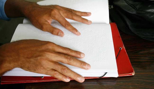 Tratado vai facilitar transcrição de livros em formatos acessíveis, como o braille - Foto: Gildo Lima | Arquivo | Ag. A TARDE