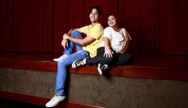 Os atores Talis Castro e Karla Coimbra, do espetáculo de stand up Clube dos H.i.e.n.a.s - Foto: Fernando Vivas | Ag. A TARDE