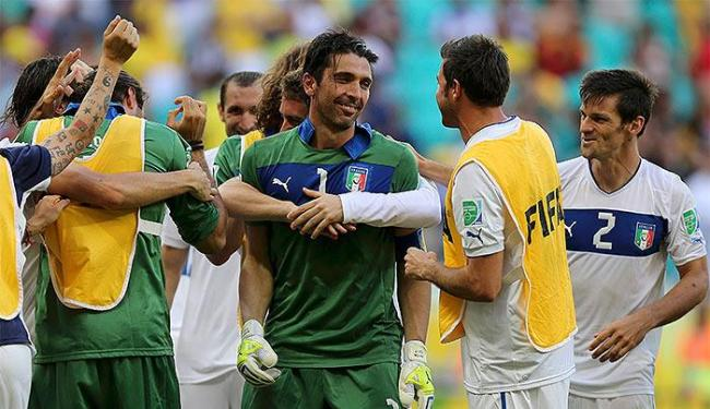 Goleiro Buffon defendeu três cobranças na decisão - Foto: Ivan Alvarado l Reuters