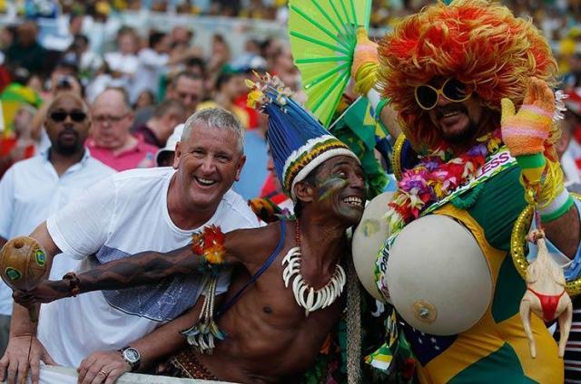 Бразильские болельщики разогреваются