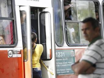 Pesquisa aponta que transporte público sai mais caro em relação ao privado - Foto: Raul Spinassé | Ag. A TARDE