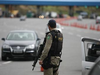 PRF é responsável pelo policiamento de 70 mil km de rodovias - Foto: Raul Spinassé | Ag. A TARDE