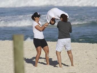 Ivete brinca com o filho em praia do Rio de Janeiro - Foto: Dilson Silva   AgNews