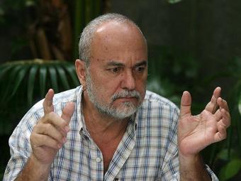 Luiz Mott reclama de estar sofrendo bulying por questão de idade - Foto: Arestides Baptista | Ag. A TARDE