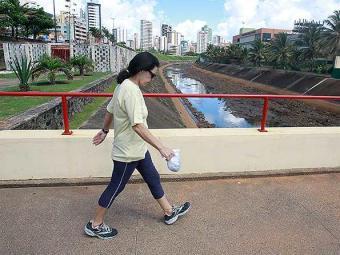 Caminhar por 15 minutos diários já traz benefícios à saúde - Foto: Agência A TARDE | Arquivo