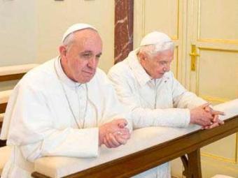 Francisco e Bento XVI após a eleição do papa argentino - Foto: Agência EFE