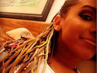Anitta usou tererê no cabelo durante apresentação em Porto Seguro - Foto: Instagram | Reprodução