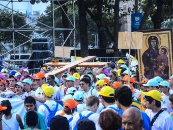 Milhares de peregrinos acompanham viagem papal - Foto: Marcelo Fonseca | Folhapress