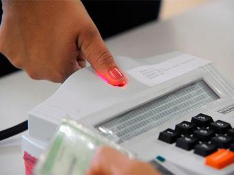 Salvador não terá votação com urna biométrica em 2014 - Foto: Foto reporter Ivan Richard | Agência Brasil