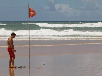 A praia de Ipitanga, em Lauro de Freitas, é apontada pelo Salvamar como das que exigem mais cuidado - Foto: Marco Aurélio Martins | Ag. A TARDE