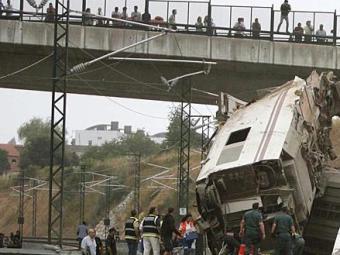 Vagões saíram dos trilhos durante a batida no muro da estação - Foto: AP Photo