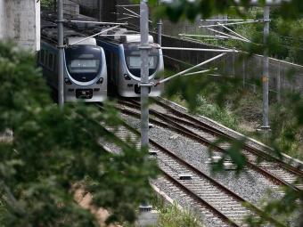 Trens parados nos trilhos - Foto: Raul Spinassé   Ag. A TARDE