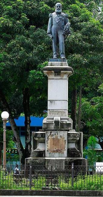 Segundo moradores, usuários de crack depredaram estátua em Nazaré - Foto: Fernando Vivas | Ag. A TARDE