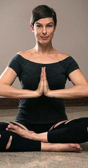 Maria Paula é uma das atrizes adeptas da ioga - Foto: Divulgação   TV Globo