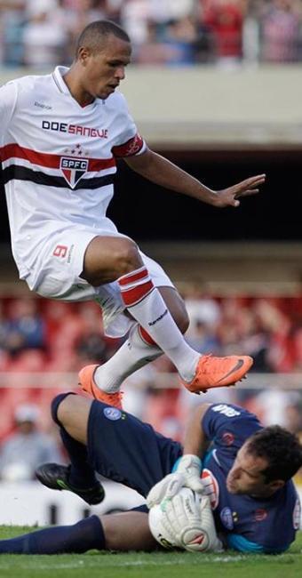 Marcelo Lomba vai tentar segurar ataque tricolor, dentro do Morumbi - Foto: Nelson Antoine | AE