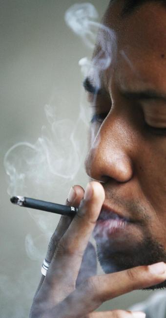 Conforme OMS, 6 milhões de pessoas morrem por ano devido ao consumo do cigarro - Foto: Lunaé Parracho | Arquivo | Agência A TARDE