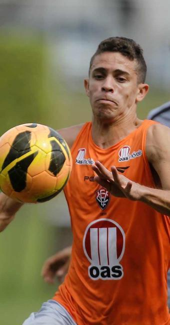 Com histórico de improvisações na lateral, Gabriel Paulista pode substituir Nino mais uma vez - Foto: Raul Spinassé | Ag. A TARDE