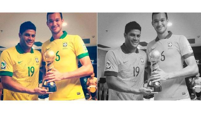 Hulk ao lado do jogador Réver com a taça da competição. No fundo, Diego Cavalieri pelado - Foto: Reprodução   Instagram