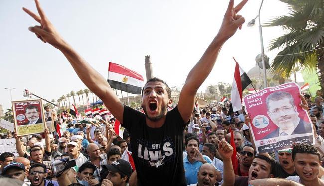Protesto reúne apoiadores de Mursi e membros da irmandade mulçumana - Foto: Agência Reuters