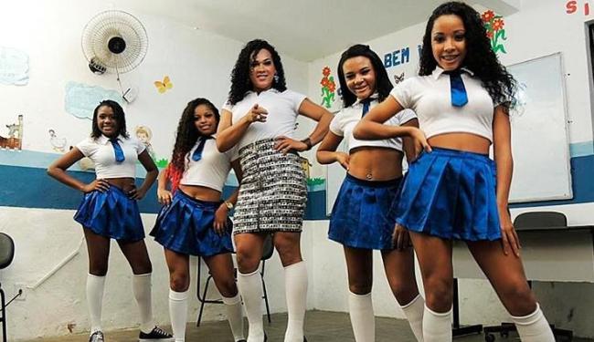 O grupo é formado por Emily Oliveira, Jéssica Sales, Léo Kret, Bianca Veiga e Vânia Santos - Foto: Mykael Andrade | Divulgação