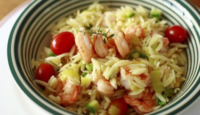 Risoni de camarão é a sugestão da chef Valéria Silveira para o almoço no trabalho - Foto: Fernando Vivas | Ag. A TARDE