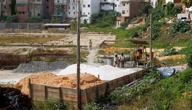 Há cerca de um ano, as obras para a construção do ginásio poliesportivo seguiam normalmente - Foto: Eduardo Martins   Ag. A TARDE