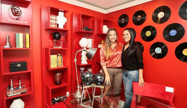 Para as decoradores Bianca Coelho e Janice Abreu, módulos móveis conferem ar de sofisticação - Foto: Mila Cordeiro | Ag. A TARDE