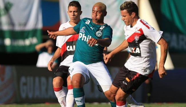 O atacante Walter, do Goiás, fez o único gol da partida no Serra Dourada - Foto: WILDES BARBOSA/ESTADÃO CONTEÚDO