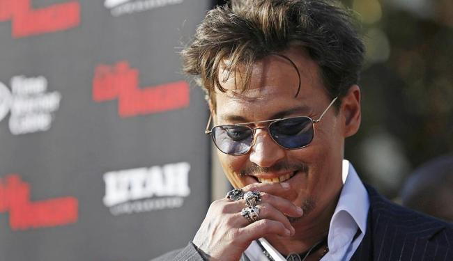 Depp arranca sorrisos da plateia durante lançamento de O Cavaleiro Solitário - Foto: Agência Reuters