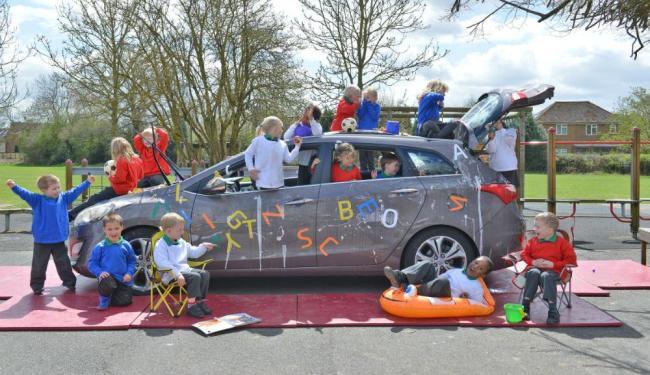 Crianças pintam, pulam e brincam para testar o modelo da Hyundai - Foto: Divulgação