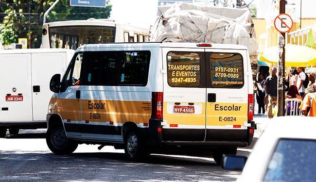 Meta da Transalvador é vistoriar cerca de 100 veículos por dia - Foto: Lúcio Távora | Agência A TARDE